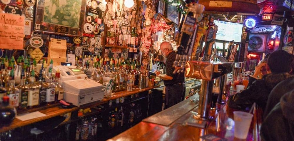 Dive right in top charleston dive bars charleston fyi for Bar dive